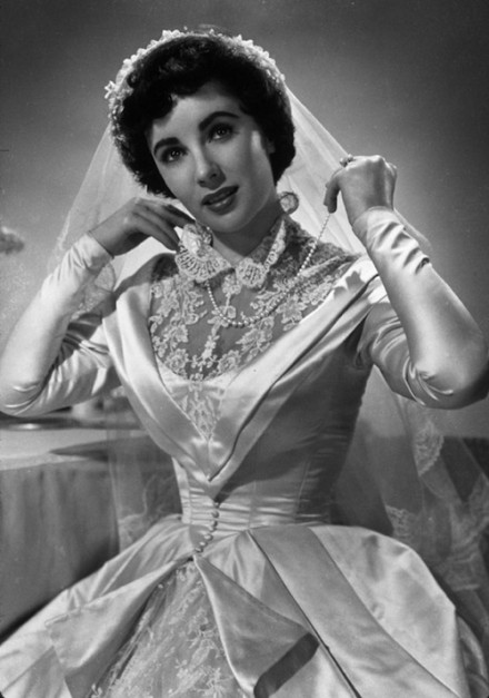 How to walk down the wedding aisle in vintage style for Elizabeth taylor wedding dress
